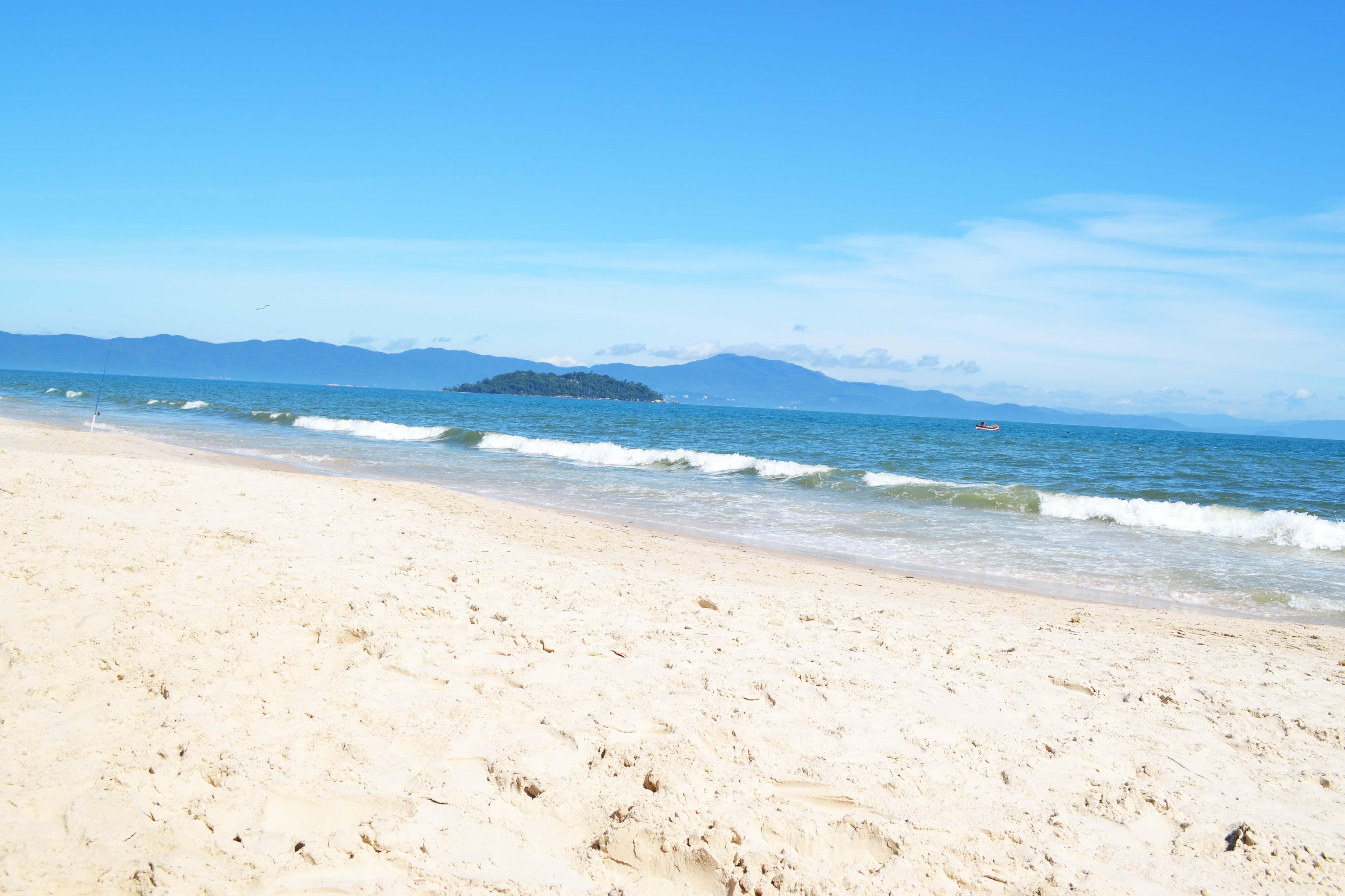 praia_canasvieiras_vazia